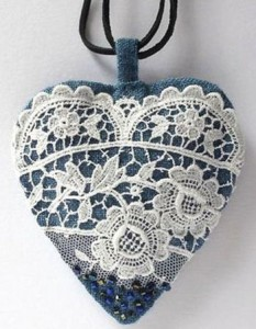 http://www.jewelsome.com/wp-content/uploads/2016/02/Heart-pendant-made-with-denim.jpg?