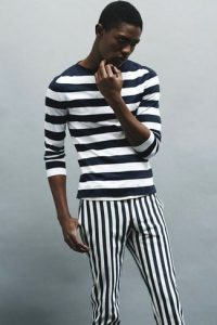 01- https://cdn.lookastic.com/looks/black-and-white-horizontal-striped-long-sleeve-t-shirt-black-and-white-vertical-striped-chinos-large-12232.jpg